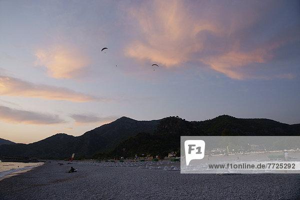 Sonnenuntergang  über  Küste  türkis