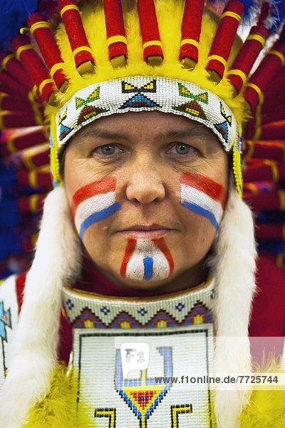 Frau  Wettbewerb  Großbritannien  rennen  Kleidung  Indianer  rot  Kostüm - Faschingskostüm  Freudenfeuer  East Sussex