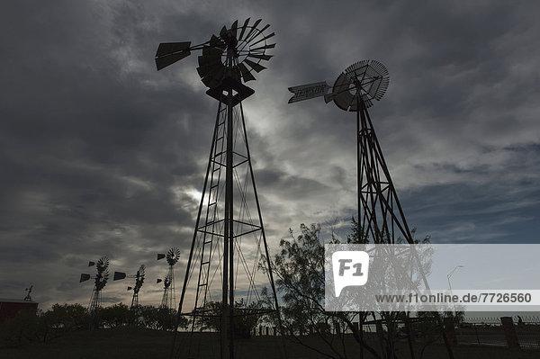 Vereinigte Staaten von Amerika USA Wasser Lifestyle amerikanisch Windmühle aufpumpen Texas