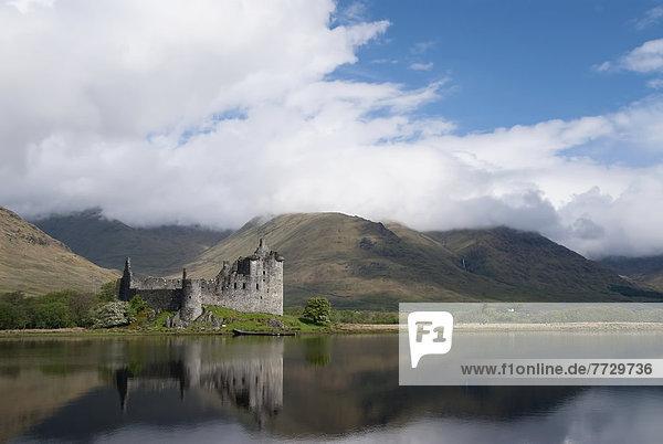Palast  Schloß  Schlösser  Großbritannien  Ehrfurcht  See  Ende  Halbinsel  Schottland