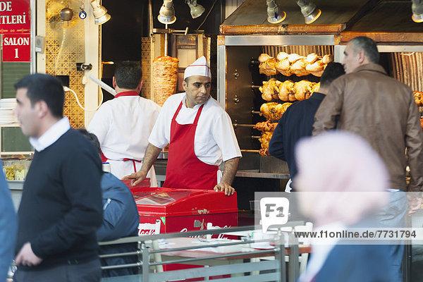 gehen  verkaufen  Hühnervogel  Laden  Fußgänger  rösten  Straßenverkäufer