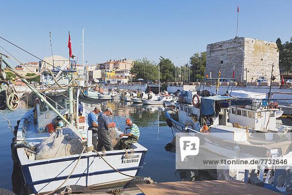 Truthuhn  Hafen  Boot  Netz  angeln  reparieren  Fischer  Türkei