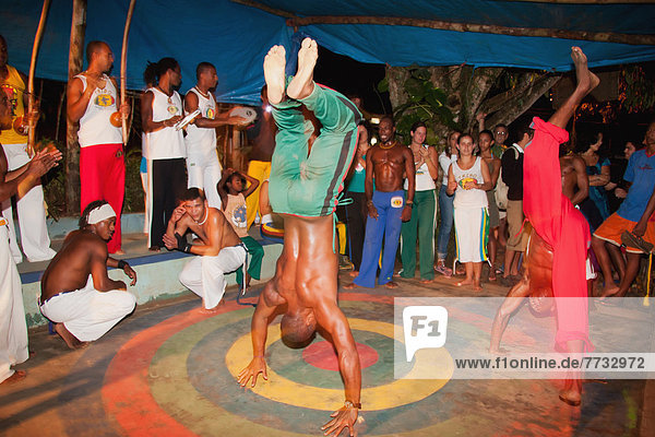 Mensch  Menschen  tanzen  üben  Kunst  jung  Itacaré  Kampfsportler  Bahia  Brasilien  brasilianisch  Capoeira