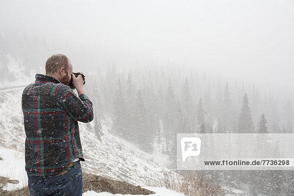 fallen  fallend  fällt  Mann  Fotografie  nehmen  Landschaft  Schnee