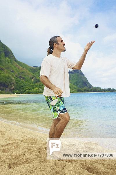 stehend  Mann  werfen  Ecke  Ecken  Tasche  Sand  Himmel
