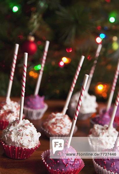 frontal Weihnachtsbaum Tannenbaum Dekoration Menschlicher Vater Kuchen pink