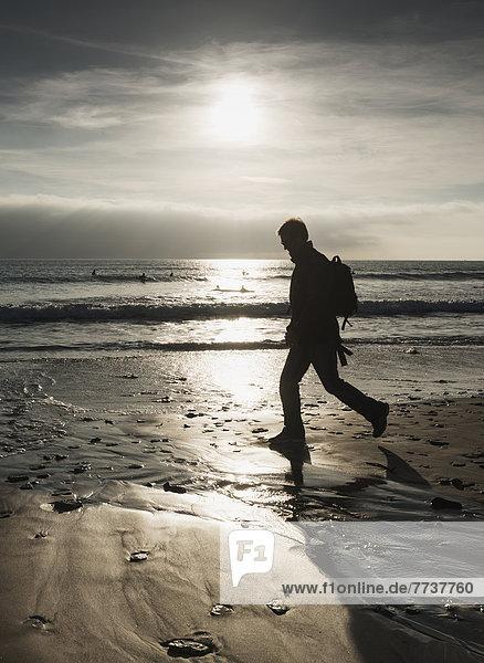 Mann  gehen  Strand  Silhouette