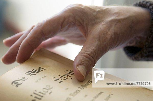 Hand und Bibel Hand und Bibel