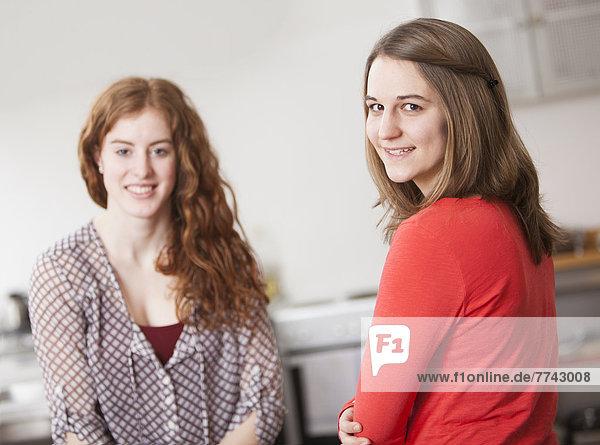 Porträt junger Frauen  lächelnd