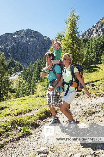 Österreich  Salzburger Land  Familienwandern am Altenmarkt Zauchensee