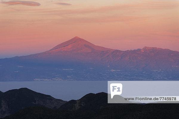 Spanien  La Gomera  Blick auf den Vulkan Teide auf Teneriffa