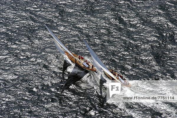 Luftbild  zwei Rennyachten bei Regatta während der Kieler Woche