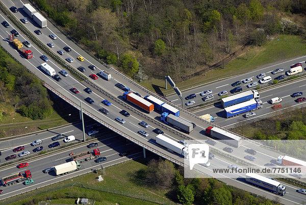 Luftbild  Stau auf der Autobahn
