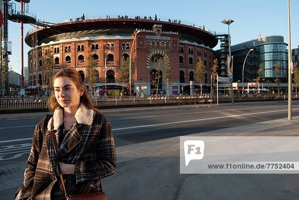 junge Frau  junge Frauen  frontal  Stadion  Barcelona  Spanien