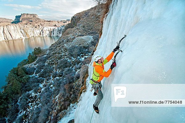 nahe  Zwilling - Person  Großstadt  Eis  Fluss  Entdeckung  Urteil  Schlucht  klettern  Lower Falls  rechts