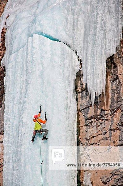 Berg  Junge - Person  Eis  Nevada  Entdeckung  Richtung  5-6 Jahre  5 bis 6 Jahre  sprechen  Urteil  Rubin  beobachten  Schlucht  klettern