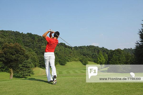 Golfer geschwungen Club