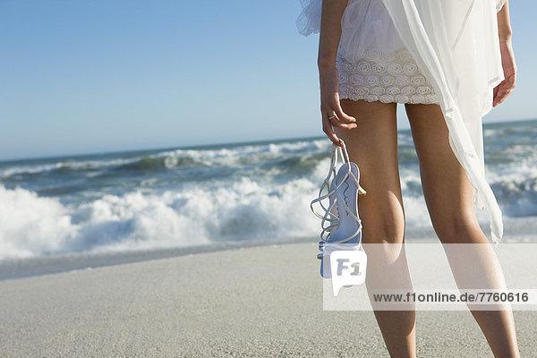 Junge Frau am Strand