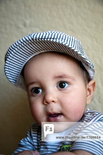 Portrait  Junge - Person  Mütze  Kleidung  Baby