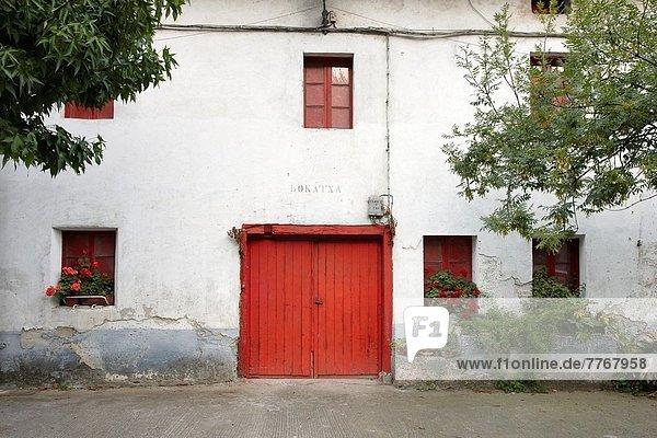 Fenster Tür rot Bauernhof Hof Höfe Guipuzcoa Spanien Baskenland