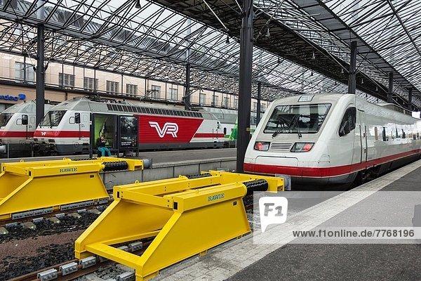 Helsinki  Hauptstadt  Geschwindigkeit  Transport  Zug  Finnland  Haltestelle  Haltepunkt  Station