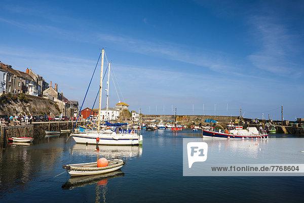Hafen mit Fischerbooten