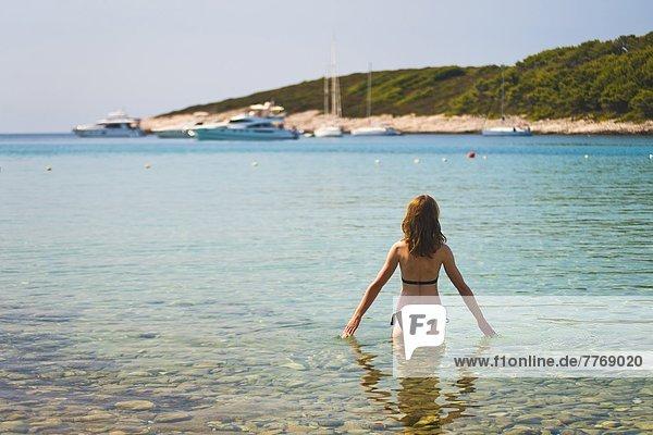 Europa  Strand  Tourist  Insel  schwimmen  Adriatisches Meer  Adria  Kroatien