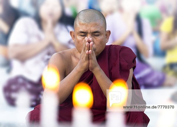 Gebet  fünfstöckig  Buddhismus  Myanmar  Asien  Mönch  Pagode