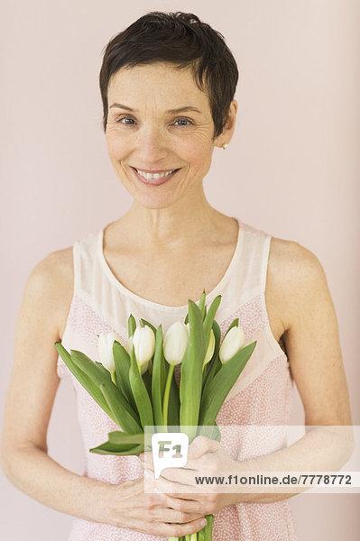 Portrait  Frau  reifer Erwachsene  reife Erwachsene  Tulpe