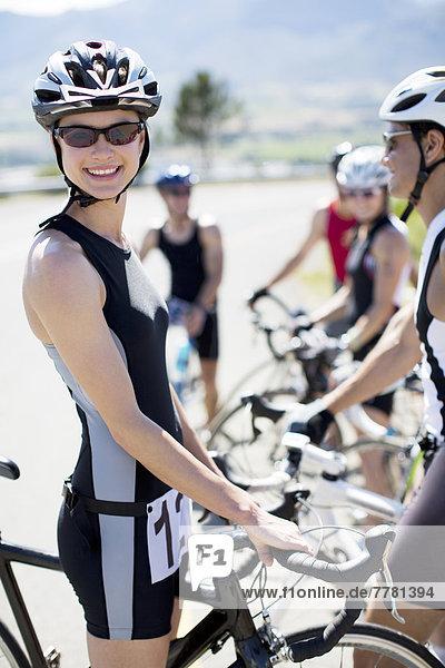Radfahrer lächelt vor dem Rennen