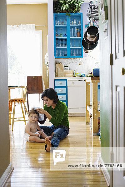 Boden  Fußboden  Fußböden  Hispanier  Küche  Mutter - Mensch