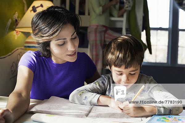 Sohn  Hilfe  Hispanier  Mutter - Mensch  Hausaufgabe