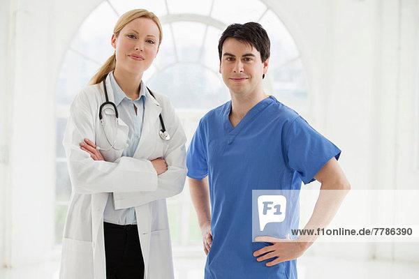 Portrait von zwei Ärzten