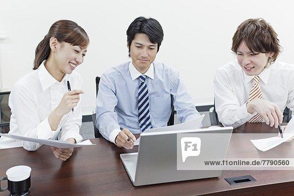 Geschäftsfrau  Geschäftsmann  Besuch  Treffen  trifft