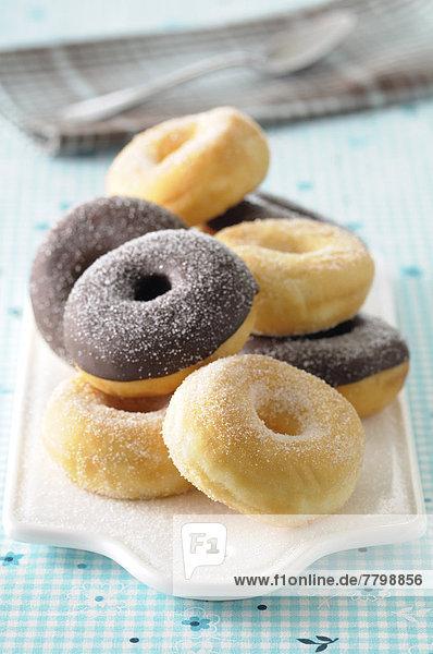 einsteigen  schneiden  Hintergrund  Close-up  close-ups  close up  close ups  Schokolade  blau  Zucker  Donut  bedecken