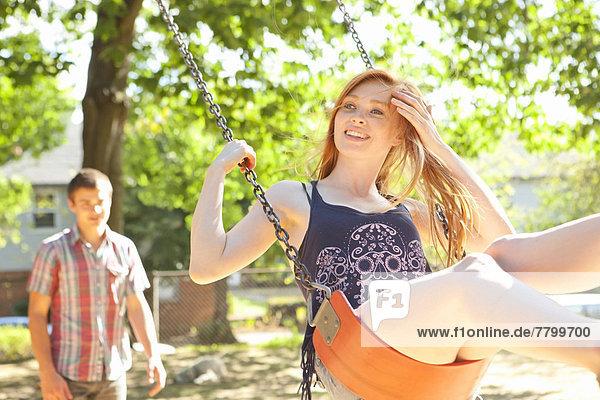 Vereinigte Staaten von Amerika  USA  Tag  Sommer  Wärme  Zeit  jung  Geld ausgeben  Portland  Schaukel  Oregon