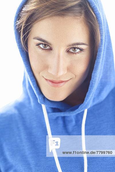Portrait  Frau  Menschliche Schulter  Schultern  Kleidung  Studioaufnahme  Kapuzenjacke