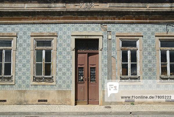 Fliesenboden Wohnhaus Fassade Hausfassade typisch