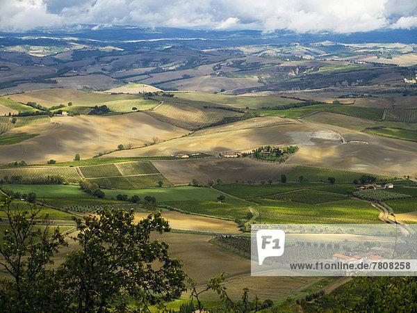Italien  Blick von Montalcino auf die Toskana
