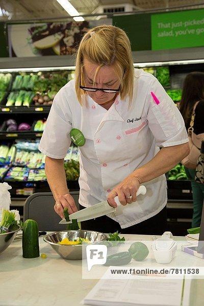 Anschnitt  kochen  Angebot  Lebensmittel  Gesundheit  Lebensmittelladen  kaufen  Laden  Finanzen    Demonstration  Michigan