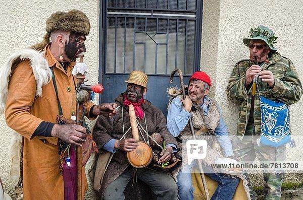Anschnitt  Berg  halten  nehmen  Dorf  Kleidung  Festival  Griechenland  Pagan  Peloponnes  Ruß