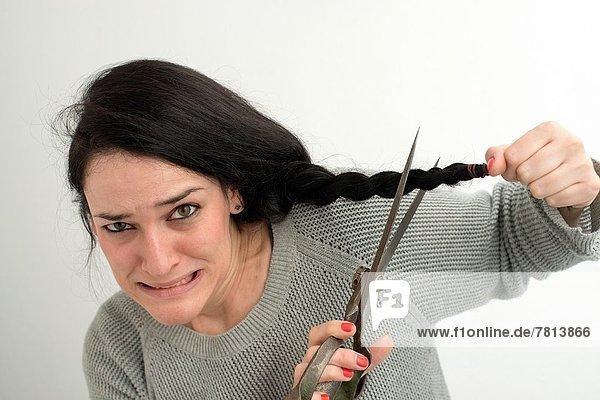 Frau  Produktion  jung  Frisur  Frisuren  Schnitt  Schnitte  Haarschnitt  Haarschnitte  Panik