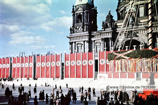 Kuppel  Berlin  Hauptstadt  Europa  arbeiten  Urlaub  Beruf  Kathedrale  Kuppelgewölbe  Deutschland  Maibaum
