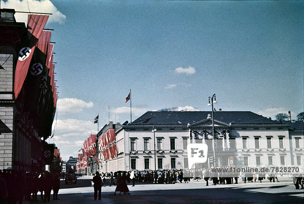 Baustelle  Berlin  Hauptstadt  Europa  Mensch  Menschen  Urlaub  Gebäude  Fahne  Deutschland  Platz