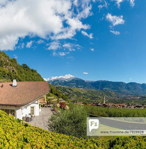Trentino Südtirol Europa Berg Wohnhaus Hügel Herbst Ansicht Italien
