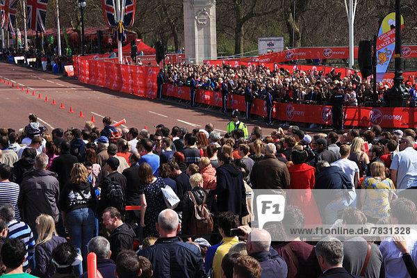 Marathonlauf  Marathon  Marathons  beobachten  Großbritannien  London  Hauptstadt  Ziel  England  The Mall