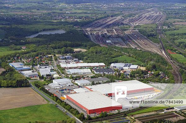 Luftbild  Rewe-Logistikzentrum  hinten der Maschen Rangierbahnhof