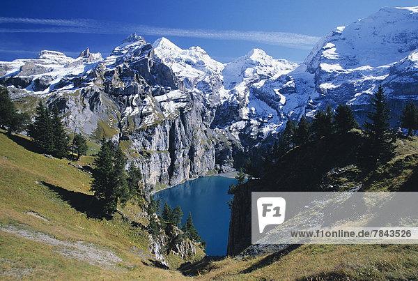 Oeschinensee  Gipfel von links nach rechts Wildi Frau  Blüemlisalp  Fründenhorn  Doldenhorn Oeschinensee, Gipfel von links nach rechts Wildi Frau, Blüemlisalp, Fründenhorn, Doldenhorn
