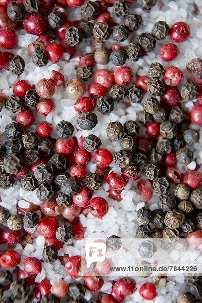 Pfefferkörner und Salz  close-up