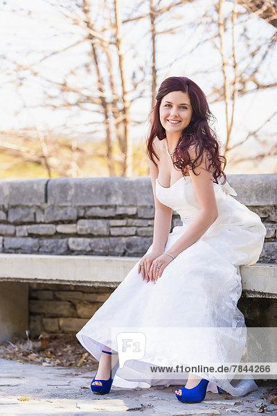 USA  Texas  Portrait der jungen Braut  lächelnd
